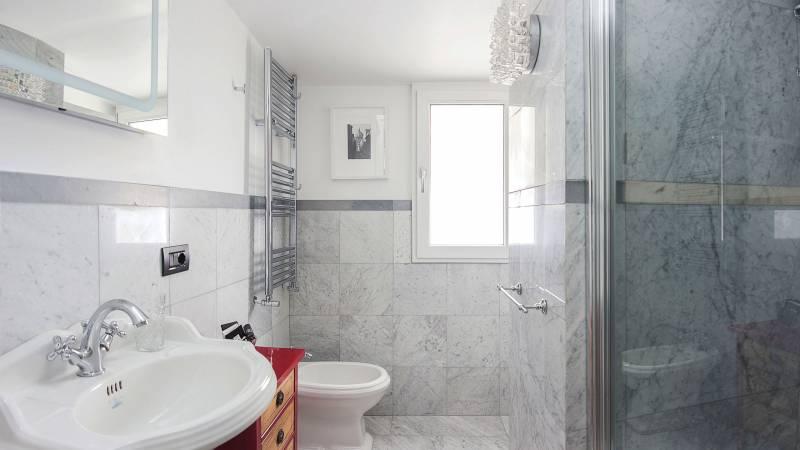 Toilet-Lucrezia